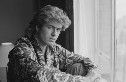 British singer-songwriter George Michael, of Wham!, in a Sydney hotel room during the pop duo's 1985 world tour, January 1985. 'The Big Tour' took in the UK, Japan, Australia, China and the US. (Photo by Michael Putland/Getty Images)